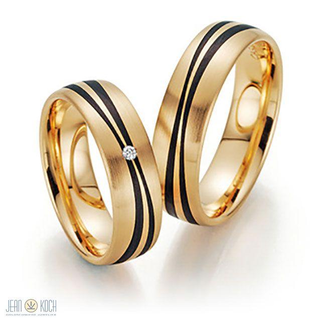 Wir haben unsere Trauringkollektion von Fischer Trauringe um einige Modelle aus der Carbon Serie ergänzt. Ringe aus 585/- Gelbgold Apricot. Den Damenring ziert ein Brillant mit 0,02ct tw - si. Die Breite der Ringe beträgt jeweils 6 mm.