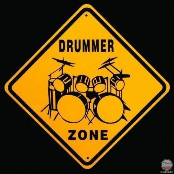 El instrumento que tocó de mejor forma es la batería. Me ayuda a la hora de realizar producciones musicales a tener más facilidad al grabar percusiones