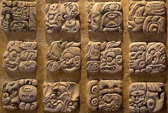 Glifos mayas (Museo de Palenque, Chiapas)
