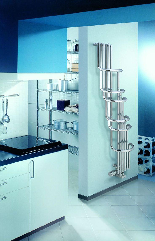 Rurowy, ozdobny grzejnik do łazienki, kuchni Cosmo Paryż-V. Posiada ekstrawagancki design, chromowane powierzchnie dają szlachetny blask.