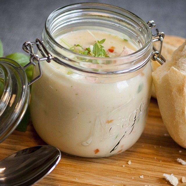 Hva med fiskesuppe? Gjør den ekstra kremet og bruk store fiskebiter sammen med ferske reker. Servert i Norgesglass med grovt brød og farris har du en sikker vinner. Utrolig godt!