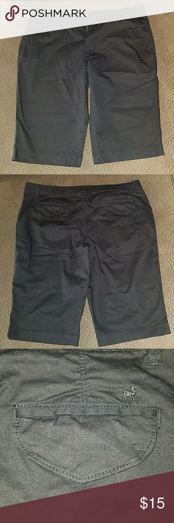 "Black Red Camel shorts size 13 Black knee length shorts. Red Camel junior size 13. Laying flat 18"" width at waist. Length 22.5"" x 14"" inseam. Gently worn - no holes no stains. Red Camel Shorts Bermudas"
