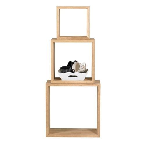 Kubussen in plaats van boeken planken. Woood Furniture. Zowel in als op de kubussen kunnen spulletjes geplaatst worden. Maten 40, 32 en 24. FonQ. 69 euro.