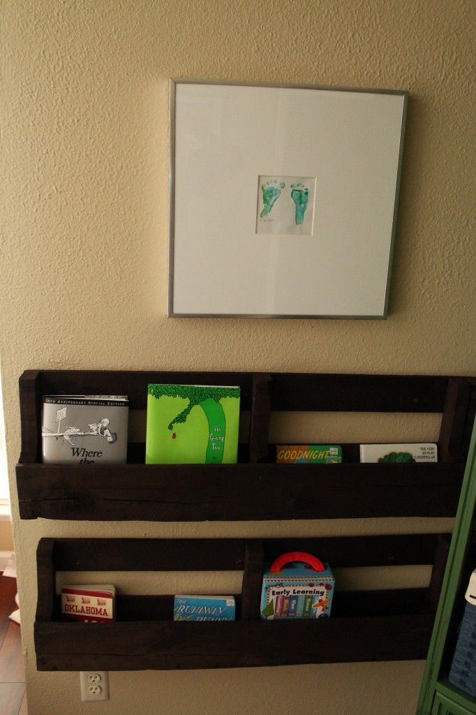 #DIY Pallet Bookshelves