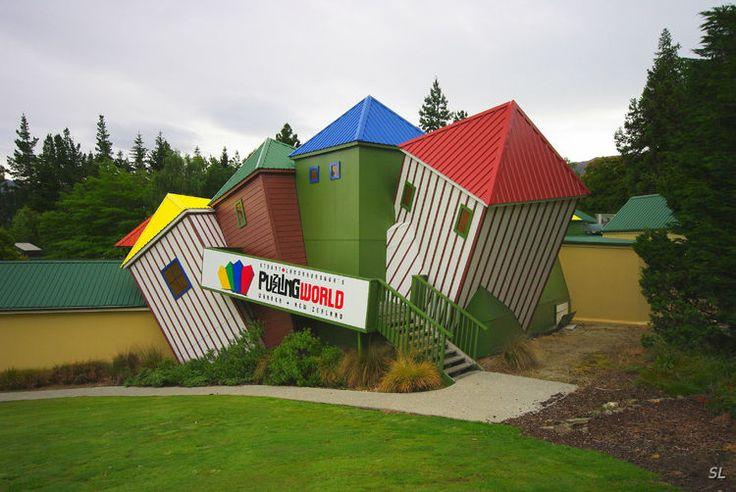 Здания на озере Ванака. Новая Зеландия