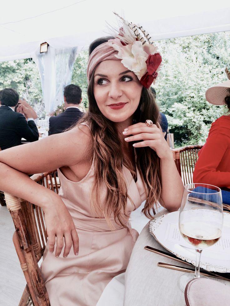 Sofía lleva nuestro tocado Alakrana. - #outfit #lainvitadaperfecta #invitadadeboda #boda #wedding #tocadosdeboda #tocados #tocadosflorales #turbante #tocadosdiferentes #tocadosoriginales #flores #flowers #headband #feathers #feather #plumas #rosa #rojo #rosayrojo #complementos #accesorios #invitadaperfecta #invitadasperfectas #lainvitadaperfecta #invitadasconestilo #invitadaboda #lookoftheday #tocado #tocados #monos #jumpsuit #wedding #weddingguest #guest #style #moda #fashion