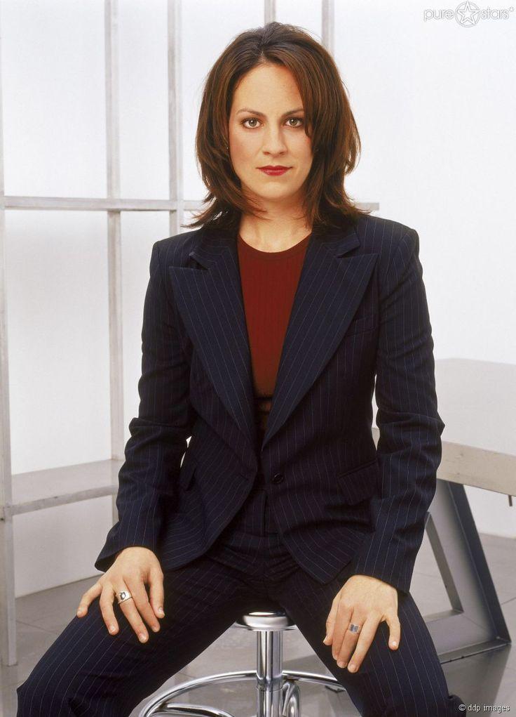 Annabeth Gish - FBI-Agentin Monica Reyes.