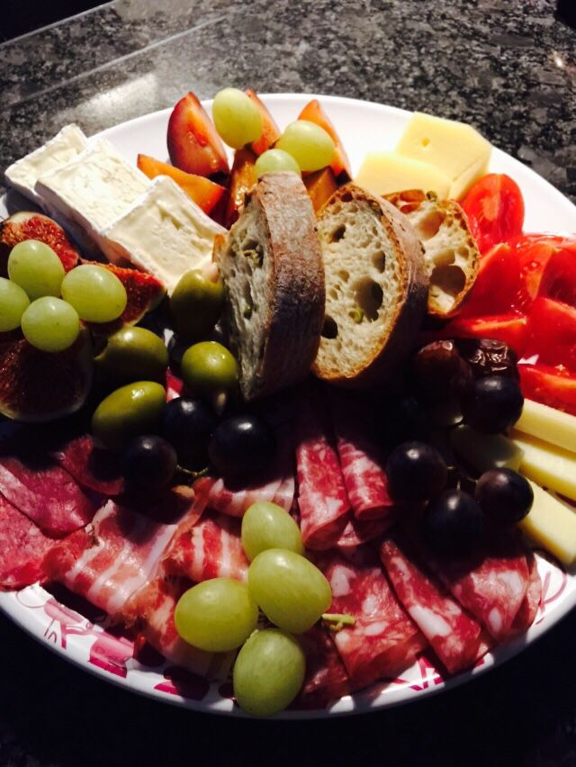 Käse-Fleischplatte // cheese-meat-plate with fruits
