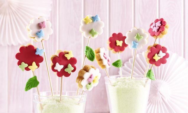 Cakepops mit Zitronenkuchen, Fondant und Zucker-Schmetterlingen