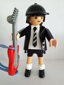 CUSTOM ANGUS YOUNG ROCKERO GUITARRISTA - AC/DC - PLAYMOBIL