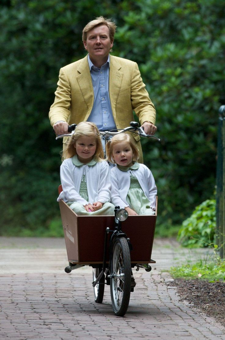 King Willem-Alexander pictured with daughters Princess Catharina-Amalia and Princess Alexia in 2008.