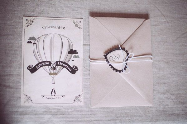 hot air ballon wedding invitation by Le Petit Rabbit // photo: Infraordinario