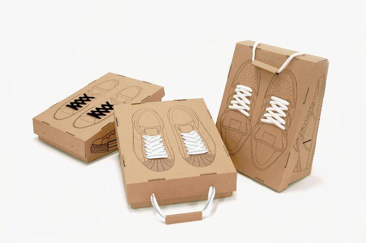 Корейский дизайнер Hwang Sangpil разработал оригинальную многофункциональную конструкцию обувных коробок, атакже интересное, внекотором смысле шуточное, оформление (на крышке коробок напечатаны кроссовки, вид сверху, зашнурованные настоящими шнурками). Коробки изготовлены изгофрокартона. По конструкции этокоробки сосъемной крышкой. Ноих можно переделать (торцевая стенка разбирается) исоединять между собой так, что получится полка длядомашнего хранения обуви иливитрина вобувной…
