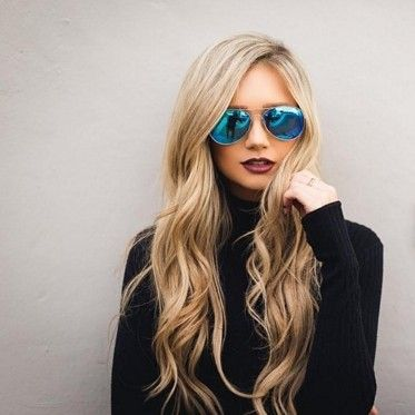 Loose waves for days! @stephanie_danielle 's minimalist and chic vibe is everything! Get the look with any of our 32mm Curling Wands  #hairoftheday #NuMeStyle