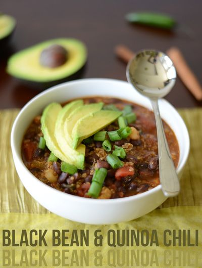 Black Bean Quinoa Chili for an easy slow cooker meal! #vegetarian #slowcooker #fallrecipes