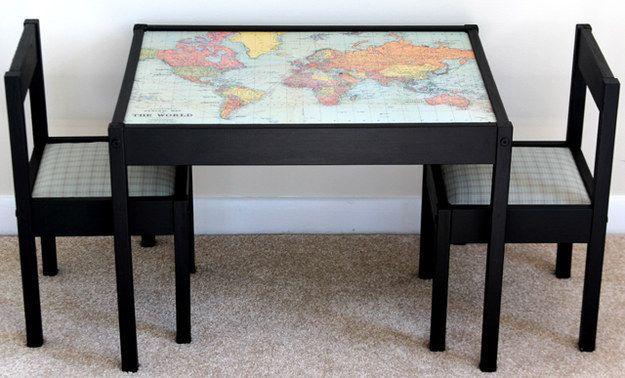 Transformez la table Latt en planisphère. | 31 détournements incroyables de meubles IKEA que tous les parents devraient tester
