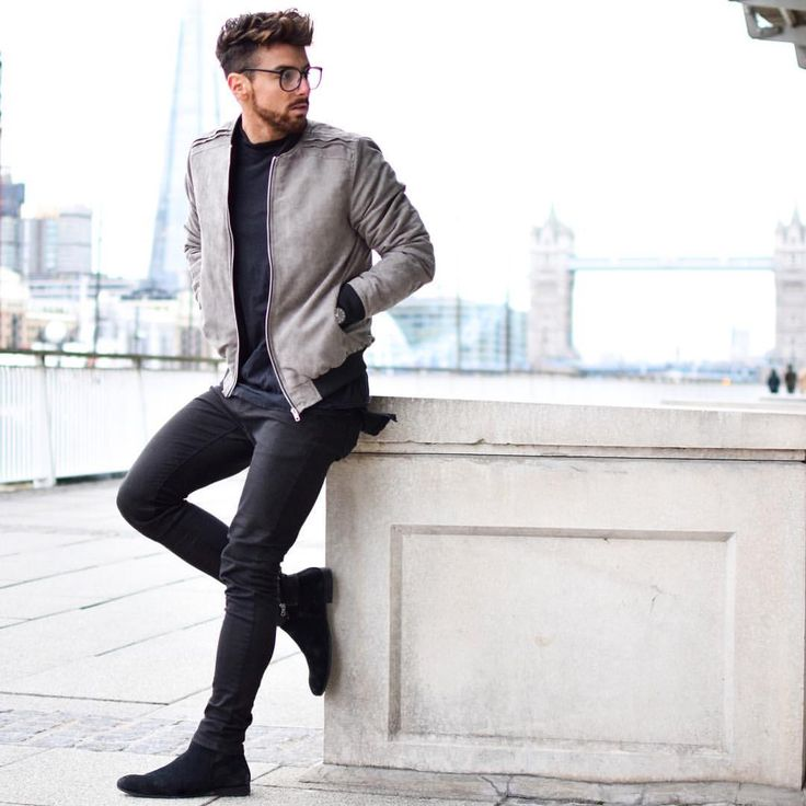 All black and that gray jacket  <div id=