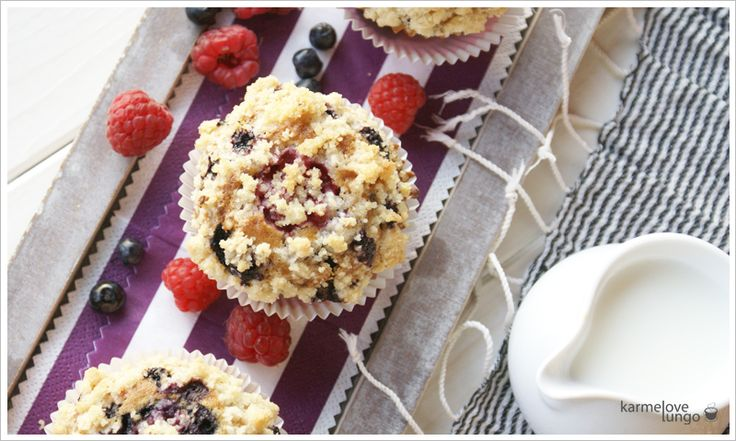 Muffin blueberry and raspberry