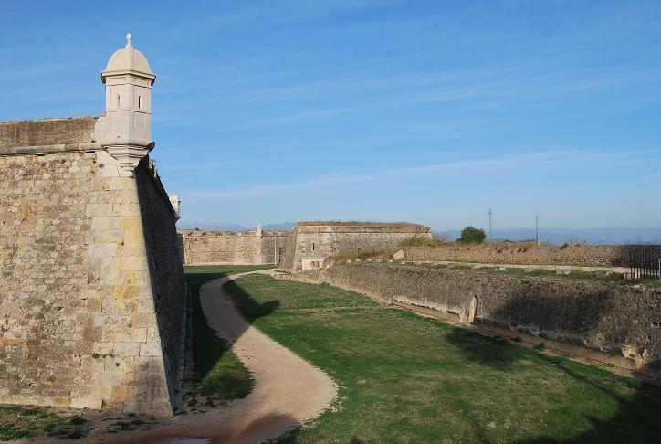 Castillo de Sant Ferrán en #Figueres, la fortaleza más grande construida en la Europa moderna!
