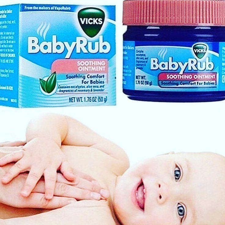 Tem Bebê  Resfriado por aí ????Vicks Baby Rub - Pomada que Alivia a Tosse dos Bebês! Vick Baby Rub é uma fórmula não medicamentosa que contém aloe vera calmante e aromas de eucalipto alecrim e lavanda que ajudam a aliviar a tosse dos bebês. Combinado com seu toque de amor é perfeito para acalmar e relaxar o bebê com uma massagem suave e gostosa nos locais de aplicação (pézinhos tórax costas...). Vick Baby Rub foi especialmente formulado para o conforto dos babys. Nova! - Pronta entrega…