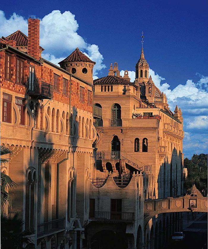 There's nothing else quite like the Mission Inn Hotel and Spa in Southern California. It's a destination that will completely transport you to another state of mind the moment you set your eyes on this beauty.
