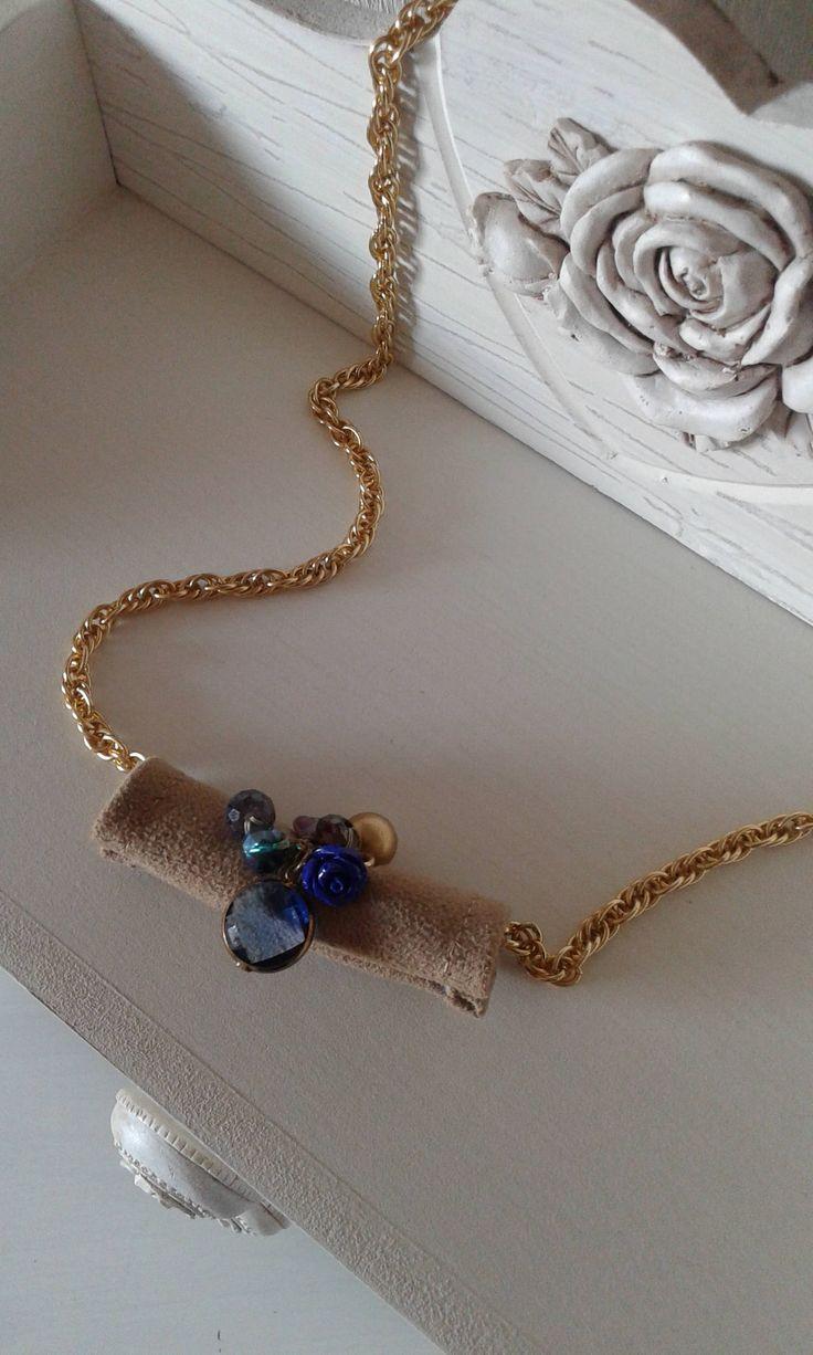 accessorio collana catenina dorata,varie applicazioni sul tessuto di pietre cristallo viola dorate e rosellina, stile romantico, idea regalo di CreazioniDiCinziaO su Etsy