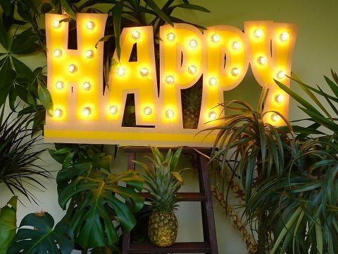 """Magnifique enseigne en bois """"HAPPY"""", confectionnée, assemblée et peinte à la…"""