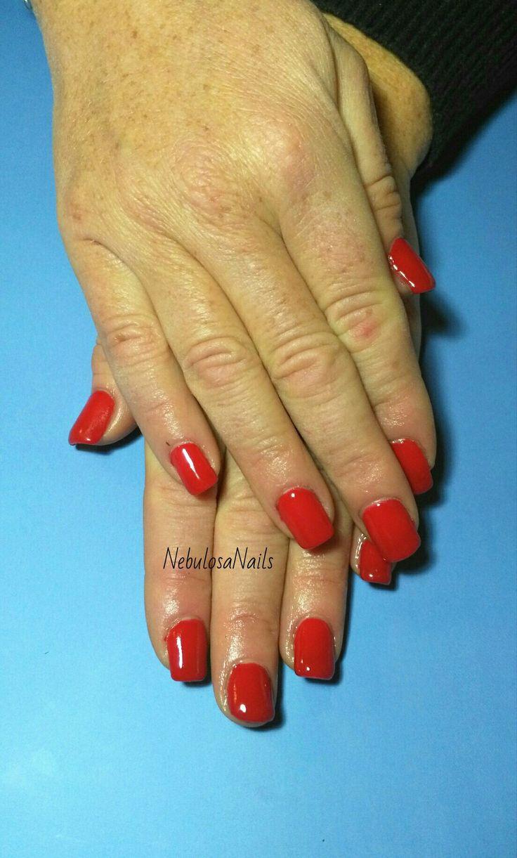 Copertura gel  #coperturagel #rosso #passione #semplice #curadellemani #manicurate #mani #hands #bigliettodavisita #lospecchiodise #delicato #delicate #elegante #elegant #bellezza #cura #manicure #nails #nailart #unghianaturale #italia #napoli