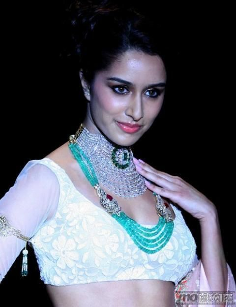 'Aashiqui 2' girl Shraddha Kapoor looked ravishing as she walked the ramp. For more images click http://momoviez.com/