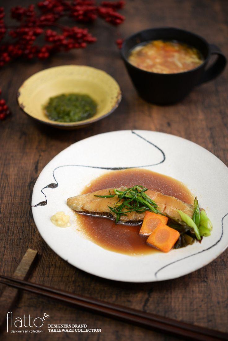 ■■ 料理:カレイの煮付け&サンラータン ■■ 和食器:白釉墨彩プレート7寸(流)■■ 作家:安田宏定