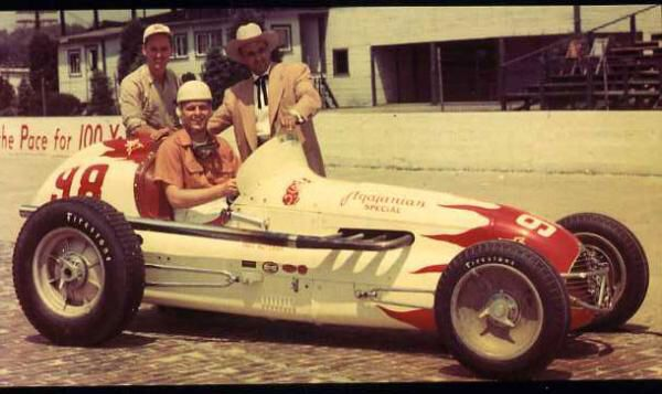 Image from http://autoracingmemories.com/forums/picture.php?albumid=36&pictureid=2219.