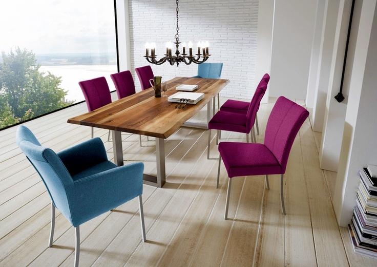 Stel #kleurrijke #meubels samen bij Fabrieksmeubels.nl. Zoals #paarse of licht #blauwe stoelen. Mooi bij een #helder en #licht #interieur!