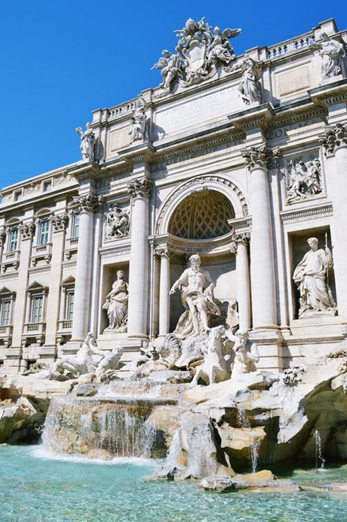 Italy's largest and most famous Baroque fountain #TheTreviFountain #FontanadiTrevi #Italy #Rome