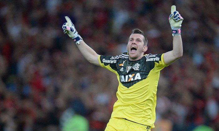 Sem espaço no Fla, o goleiro Paulo Victor acerta com o Grêmio
