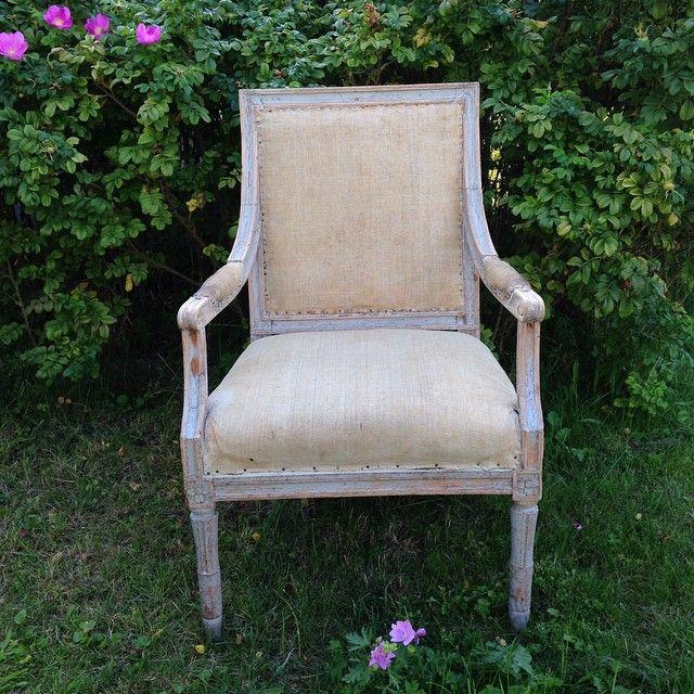 Chair with a view #gustavianarmchair#swedish#antiques#antiquités#suédois#originalpaint#originalmålat#peintureoriginale#möbler#furniture#meubles#gustavianskt#gustavian#gustavien#18thcentury#18eme#1700-tal#österlen#osterlen