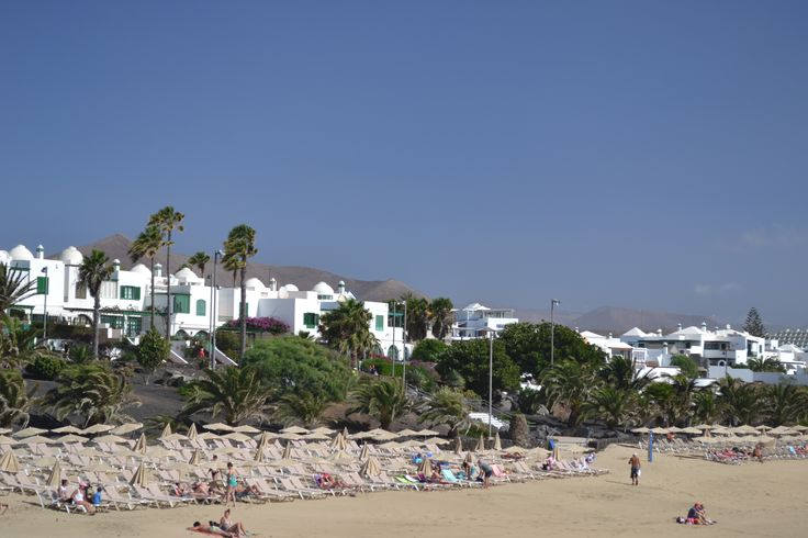 It's going to be a warm one today, clear & sunny in Lanzarote, the wind has dropped 10-15 km/h from north / north east. 34 degrees. Image: Costa Teguise