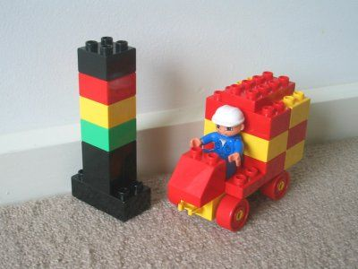 duplo truck with traffic light