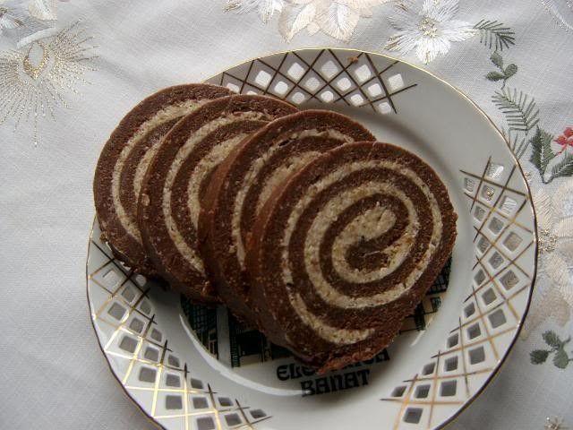 Nagyon ízletes és mutatós édesség! Pillanatok alatt összedobható, akárki könnyedén elkészítheti! Hozzávalók: 50 dkg háztartási keksz 20 dkg...