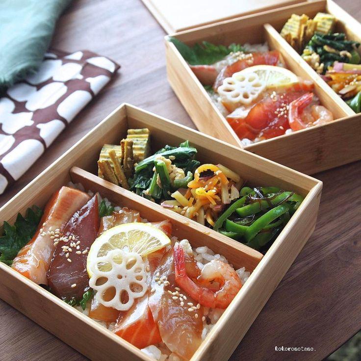 ❁.*⋆✧°.*⋆✧❁ 昨日の出前便で おはようございます。 (ご近所のお年寄りの方々に🚗) ・ 海鮮は、 だし醤油+ごま油+ゆず皮 で短時間漬け込み、 酢めしにも ゆずをほんのり効かせて爽やかに。 ・ お品書き 1.海鮮漬けのっけ寿司 2.小松菜とツナの炒り卵 3.さつま芋と人参のバターはちみつソテー 4.ピーマンの塩昆布和え 5.スパイシーたたきごぼう 6.だし巻き卵(あおさ) 7.れんこんの甘酢漬け ・ ・ 7.は📗著書「のほほん曲げわっぱ弁当」に レシピ掲載しています。 ・ それでは 今日も笑顔ある一日になりますように◡̈ -------------✏︎ その他のpicはLINEブログに掲載中。 宜しければプロフィールのリンクからどうぞ--✈︎ ・ コメント欄おやすみ中💤🛌 いつもありがとうございます◡̈ ・ #こころのたね弁当 ❁.*⋆✧°.*⋆✧°.*⋆✧°❁
