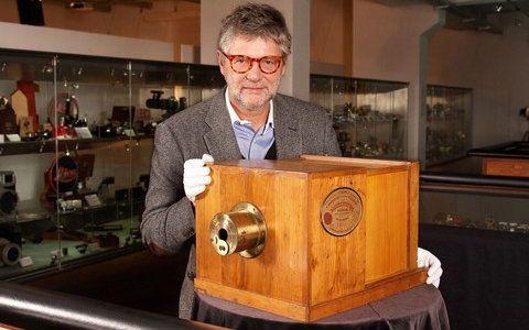 Revista Galileu - NOTÍCIAS - Câmera mais cara e mais antiga do mundo vai a leilão