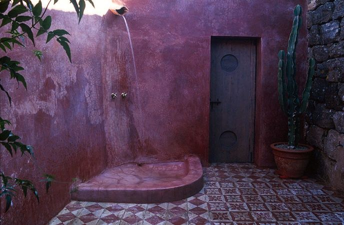 outdoor shower - who says concrete can't be colorful! | Pantelleria - Italy