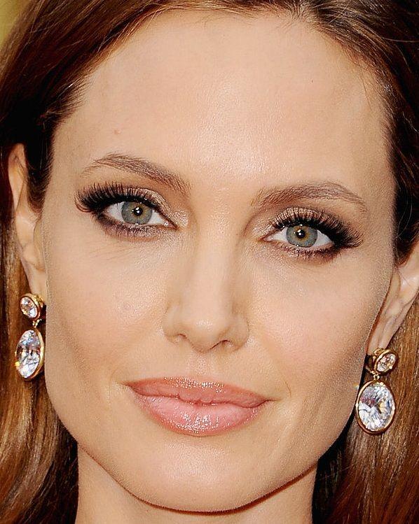 Angelina Jolie, Oscar 2014 I think she is beautiful.