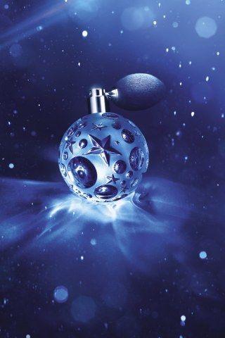 Parfum Angel de Thierry Mugler. Mugler nous offre une revisite du parfum la nuit d'Angel avec Angel Etoile des rêves.
