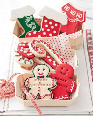 Christmas cookies (dye sugar cookie dough red or green?)