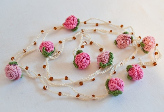 Crochet Rosebud Lariat Necklace