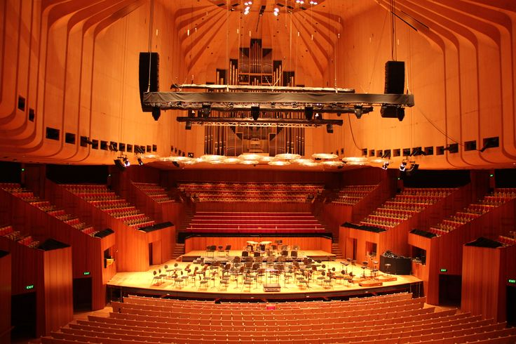 The massive organ at the back of the Opera house in Sydney