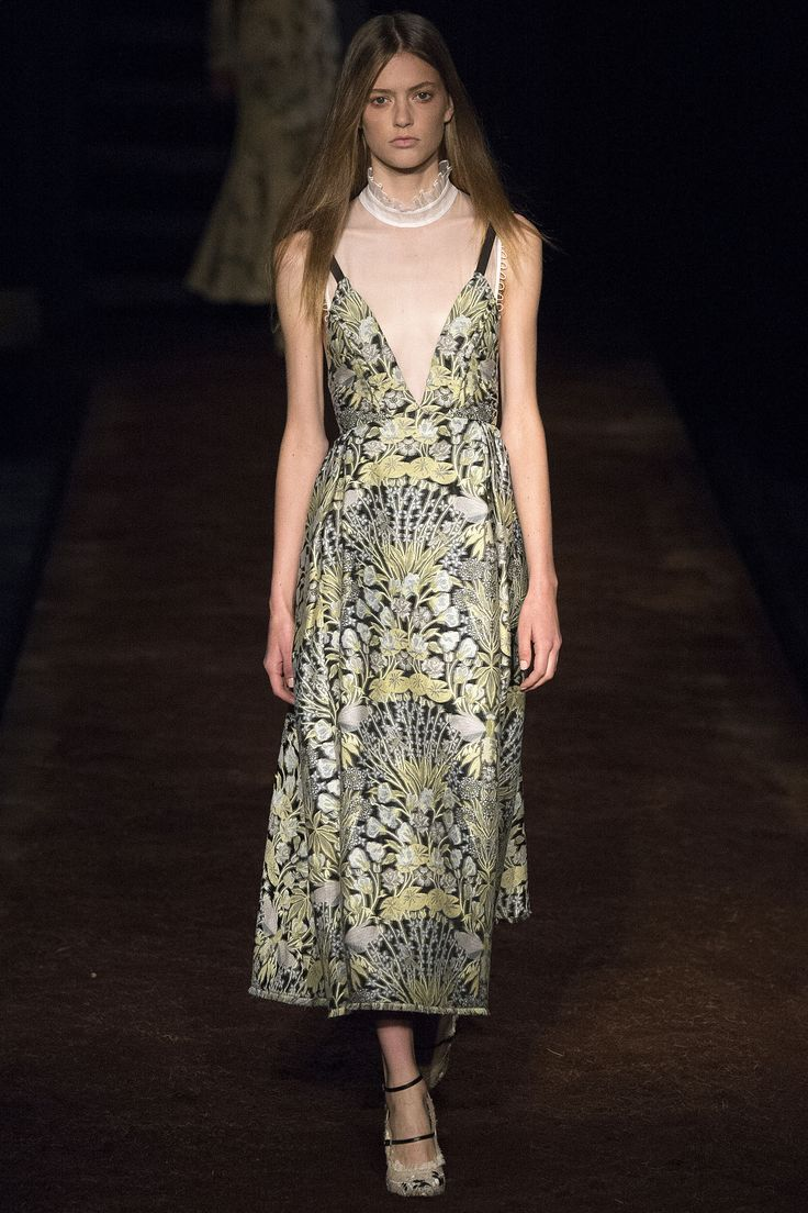 http://www.vogue.com/fashion-shows/spring-2016-ready-to-wear/erdem/slideshow/collection