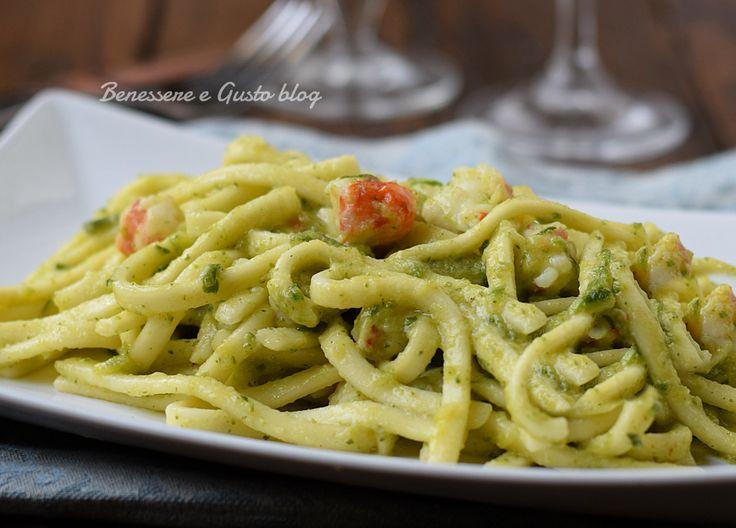 Pasta zucchine e gamberetti, ricetta primo piatto facile e veloce con crema di zucchine leggera e senza panna. PRONTO IN 10 MINUTI