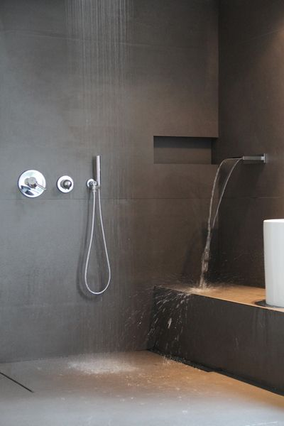 25 best ideas about grey slate bathroom on pinterest slate bathroom slate tile bathrooms and - Betegelde ensuite marmeren badkamers ...