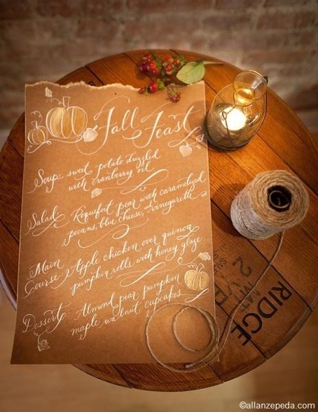 手書きのメニューに、秋らしいかぼちゃのイラストを書き添える♡ 秋の結婚式のメニュー表アイデア。